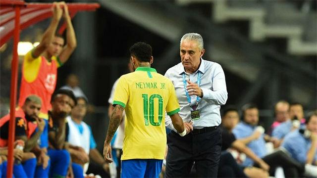 Así se retiró Neymar del partido