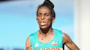 La atleta etíope, aunque parezca mentira, está disputando los Mundiales Sub 20 de Finlandia