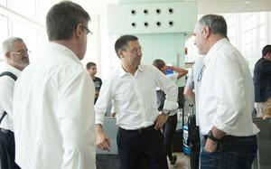 Bartomeu, Mestre y Zubizarreta charlando justo antes de embarcar en el Aeropuerto del Prat