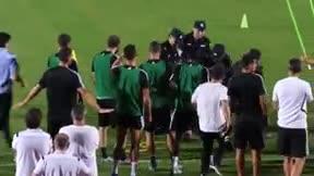 Cristiano Ronaldo se pasa de gracioso y golpea a un policía mientras trataba de reducir a un espontáneo