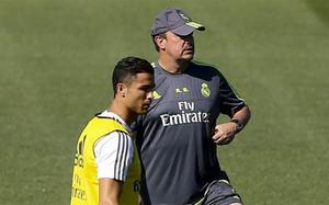 Cristiano Ronaldo y Rafa Benítez durante un entrenamiento del Real Madrid