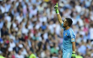 Diego Alves entra en la historia de La Liga al pararle el penalti a Cristiano Ronaldo