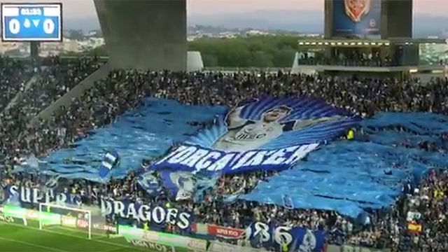 Emotivo homenaje del Porto a Iker Casillas en pleno partido