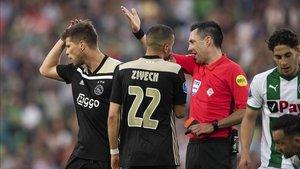 Huntelaar marcó y fue expulsado en pocos minutos