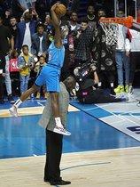 Las imagenes espectaculares del concurso de mates y triples de NBA All Star 2019