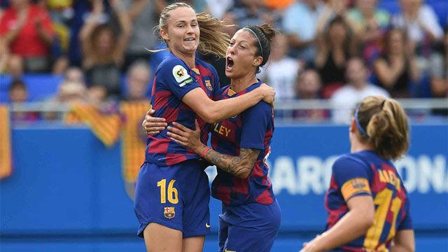 Las jugadoras del Barça firmaron autógrafos tras la victoria ante el Sevilla