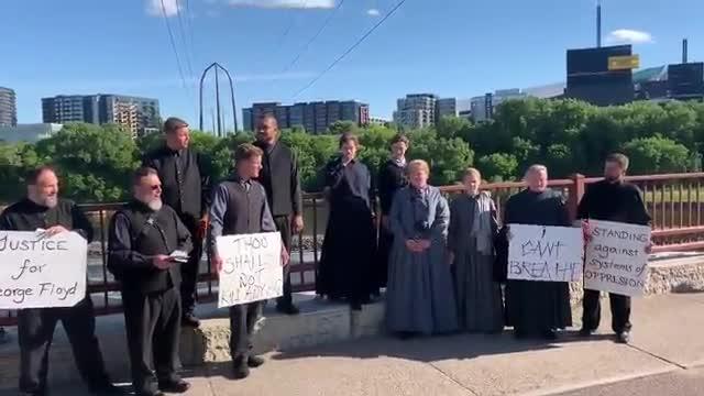 Los Amish han viajado a Minneápolis para manifestarse contra la violencia policial