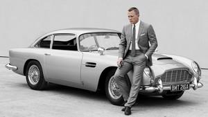 Los coches son uno de los centros de atención de las películas de James Bond.