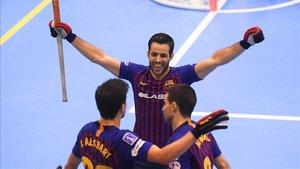 Los jugadores celebran el primer tanto del partido de Alabart