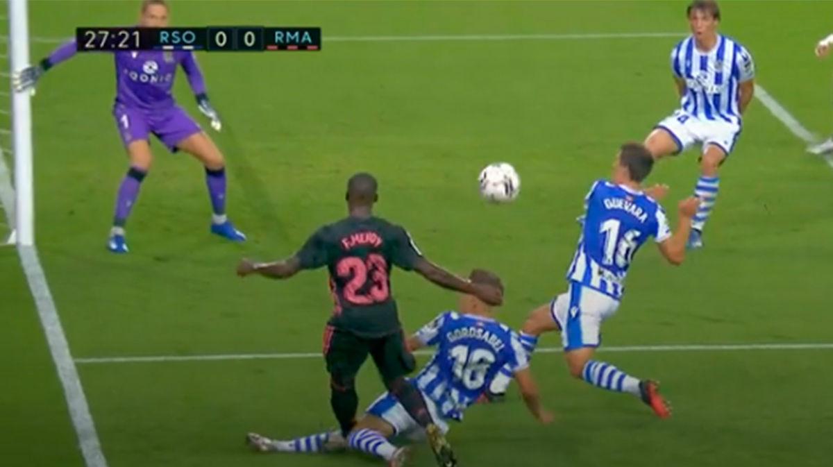 El Madrid pidió penalti de Andoni sobre Mendy