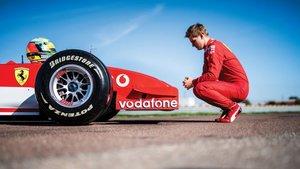 Mick Schumacher, con el Ferrari F2002 de su padre