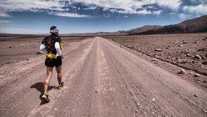 Muchele cruzando el desierto de Gobi