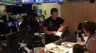 Vertonghen y Lukaku, atendiendo a los clientes en McDonald's