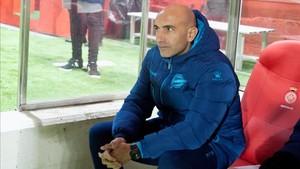 Abelardo afronta su estreno en Mendizorroza tras debutar con victoria en Girona