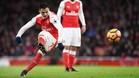 Alexis ejecuta una falta durante el partido de esta tarde contra el Cristal Palace