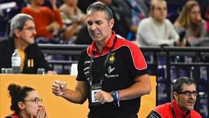 Carlos Viver, seleccionador español, hace un gesto de rabia