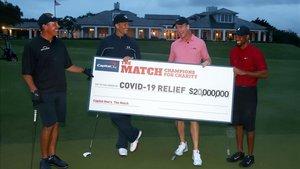 Un duelo diferente de golf, pero que recaudó mucho dinero para el coronavirus