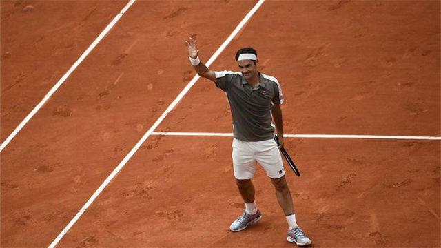 Federer gana a Sonego en su debut en Roland Garros (6-2, 6-4, 6-4)