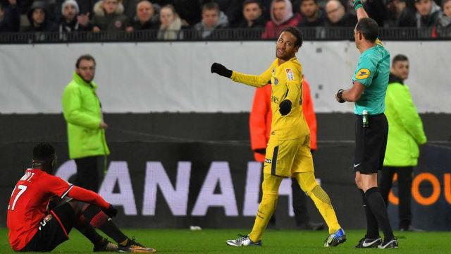 El feo gesto de Neymar con un rival