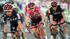 Froome, escoltado por sus compañeros de Sky en la Vuelta