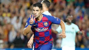 Luis Suárez, doblete contra el Inter y victoria (2-1)