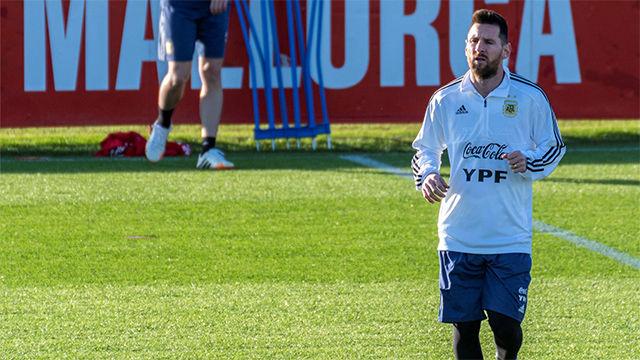 Messi se entrena en Mallorca antes de medirse a Brasil en Arabia Saudí