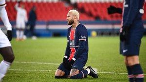 Neymar se lamenta tras una ocasión fallada ante el Girondins