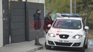 La policía científica de los Mossos dEsquadra se encargaron de la investigación en el domicilio de los Coutinho