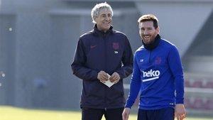 Quique Setién y Messi, en un entrenamiento de esta semana