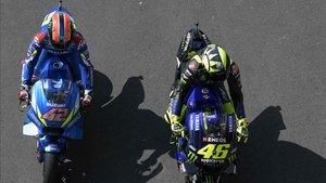 Rins, primero, y Rossi, segundo, dieron mucho espectáculo en el COTA