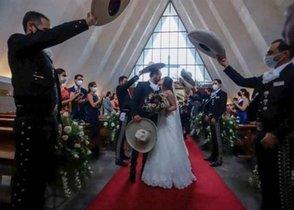 Una amante embarazada llega a la boda de él con su mujer: aquí está tu bebé