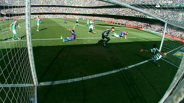 Video resumen: El gol fantasma del Barça que debió subir al marcador en el Betis - FC Barcelona (1-1)