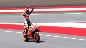 Marc Márquez celebra la pole en el GP de Austria