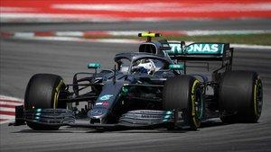 Bottas, al volante del Mercedes en el Circuit de Barcelona
