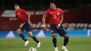 Adama Traoré en el encuentro de la fase de grupos de la Nations League ante Suiza