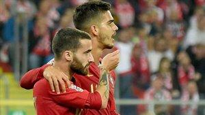 André Silva junto a Rafa Silva celebrando su gol