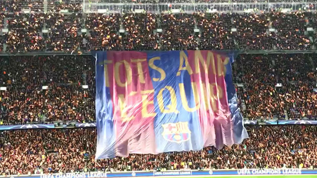 Así se desplegó la pancarta del Camp Nou