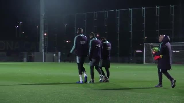 El Barça entrenó antes del derbi