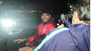 Boateng sonríe a la cámara en Barcelona