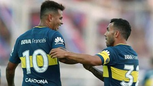 Cardona y Tevez, dos de las actuales figuras de Boca Juniors