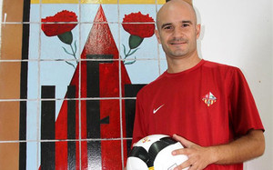 Ferrón disfruta ahora del fútbol en el modesto club de su pueblo