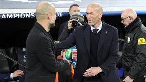 Guardiola y Zidane en el momento en el que se saludaron
