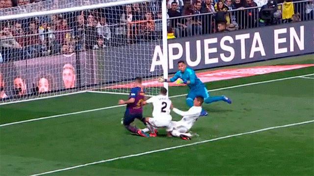 El hat-trick de Varane: rompe el fuera de juego, marca en propia y se lesiona
