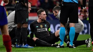 Henderson, tendido en el suelo tras lesionarse en el Wanda Metropolitano