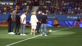 Jordi Cruyff hizo el saque de honor en la inauguración del Estadi Johan Cruyff