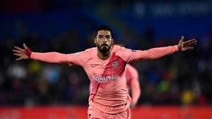 Luis Suárez celebra el segundo gol del Barça en Getafe
