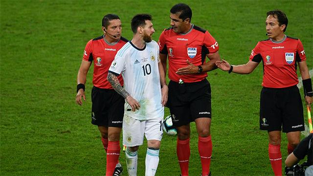 Messi explota contra los árbitros tras la derrota contra Brasil