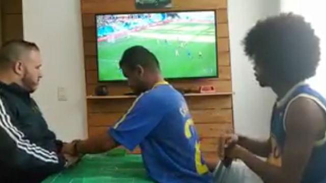 El momento mágico en el que un seguidor ciego y sordo se emocionó con el gol de Coutinho