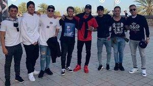 Neymar, junto a Arthur, Gabriel Medina y otros amigos en Barcelona