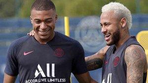 Neymar, junto a Mbappé, en el entrenamiento